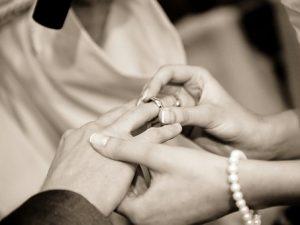 ¿Casarnos o inscribirnos como pareja de hecho?