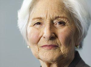 Clavelina, mujer de 82 años pone en jaque al impuesto de sucesiones