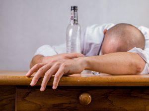 El TSJA otorga una incapacidad total por alcoholismo