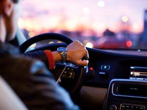 Las 10 cosas que NO debes hacer durante un viaje en coche